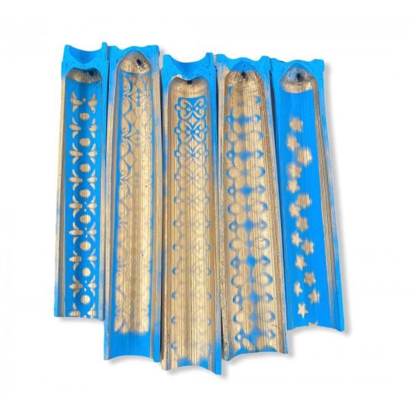 Incensário artesanal Canoa em Bambu pintado cor azul claro  com dourado 25cm